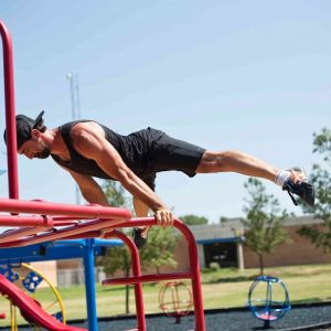 Straddle planche street workout